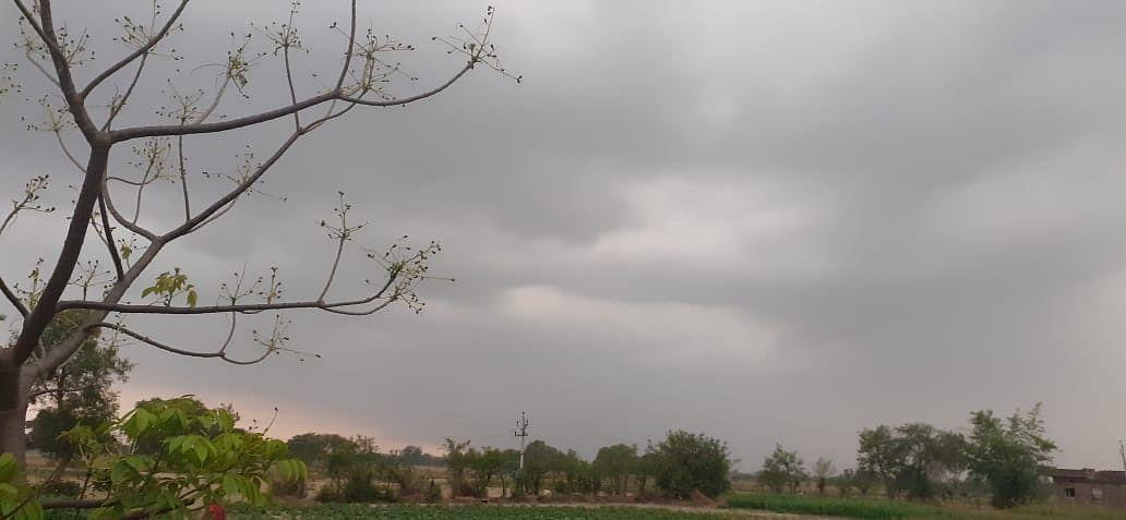 Jharkhand Weather Forecast : झारखंड में बदलने वाला है मौसम का मिजाज, पढ़िए किन-किन जिलों में हैं बारिश के आसार और वज्रपात की है आशंका, ये है लेटेस्ट अपडेट