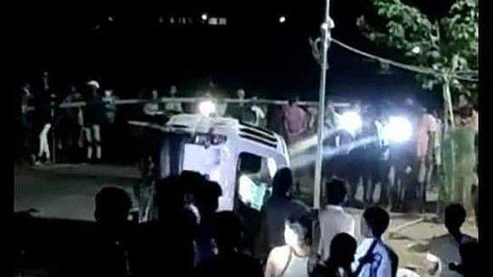 Palghar Mob Lynching: तीन साधुओं को भीड़ ने पीट-पीटकर मार डाला, उद्धव सरकार ने दिए जांच के आदेश