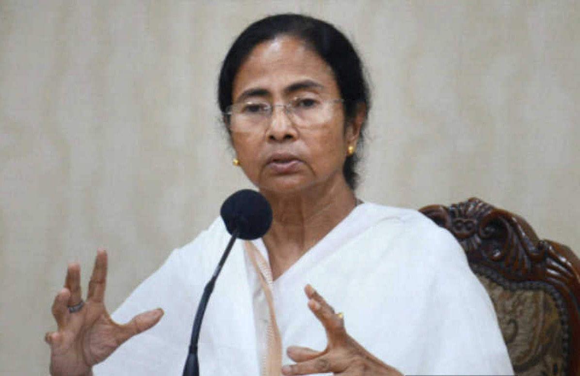PM मोदी नहीं, सर्टिफिकेट पर ममता की तसवीर, BJP ने लगाया आपदा में 'सियासी अवसर' तलाशने के आरोप