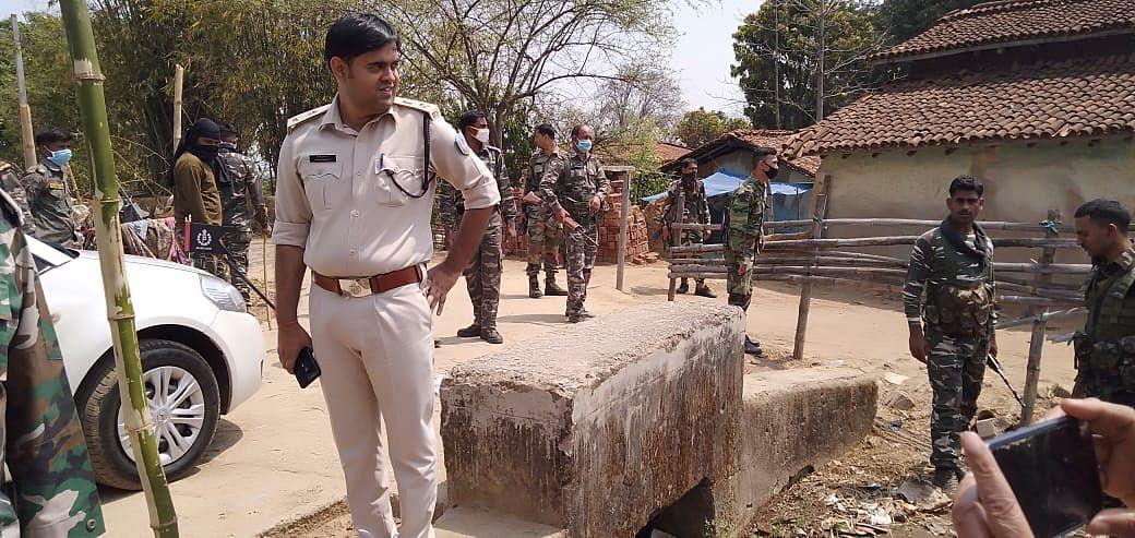 सिसई में कैंप कर रहे हैं एसपी अंजनी कुमार झा.