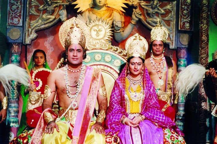 रामायण- दूरदर्शन पिछले दो हफ्तों से नंबर वन चैनल है यानी दो हफ्तों से दूरदर्शन को सबसे ज्यादा देखा जा रहा है. लॉकडाउन के दौरान जनता की मांग पर रामायण दोबारा दिखाया गया.