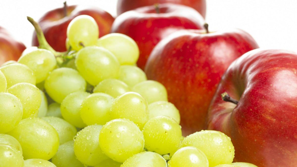 अंगूर, सेब सहित इन फलों को खाकर आप हो सकते हैं बीमार, जानें खाने का सही तरीका और समय