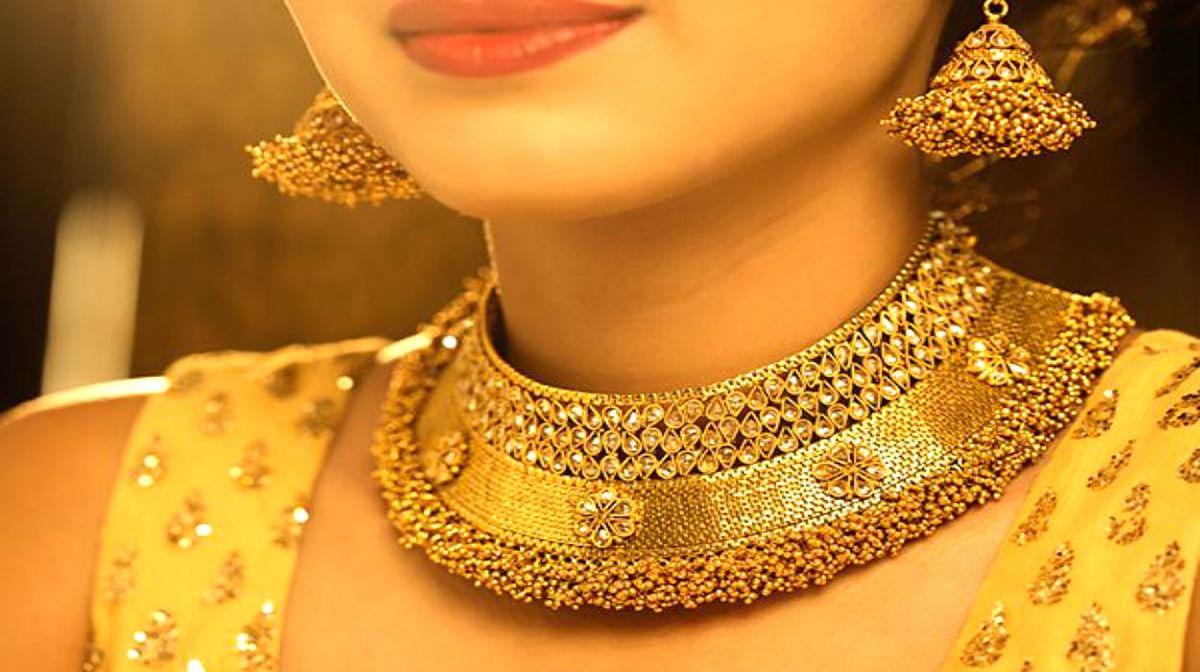 Gold Rate Today : शादी के सीजन में भरपूर मांग के बीच सोने-चांदी की कीमत में गिरावट