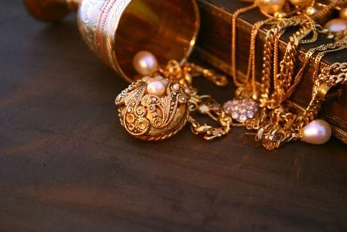 Gold Rate Today : 50000 के करीब पहुंचा सोने का भाव, निवेश करने का सबसे बढ़िया मौका