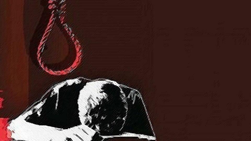 नोएडा में 12 घंटे के भीतर एक छात्र समेत 4 लोगों ने की आत्महत्या, जांच में जुटी पुलिस