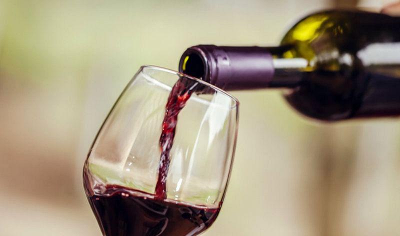 डीआईजी के ड्राइवर ने शराबबंदी नियमों को दिखाया ठेंगा, वर्दी का रौब दिखाते हुए बीच शहर में किया हंगामा