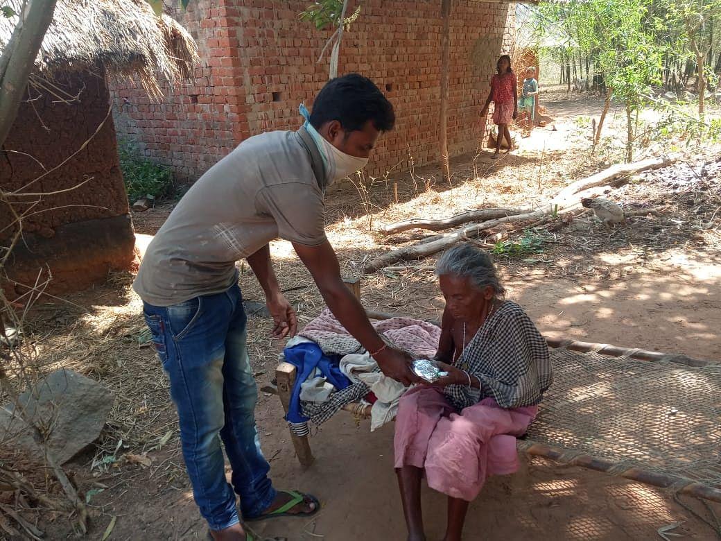 Coronavirus Outbreak: लॉकडाउन में जरूरतमंदों की सेवा में लगे हैं झारखंड भाजपा के कार्यकर्ता