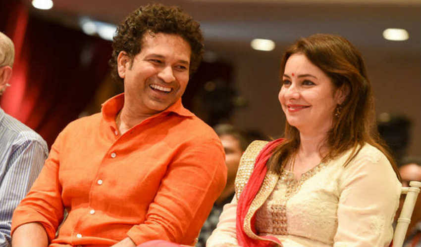 1990 में मुंबई एयरपोर्ट पर जब सचिन इंग्लैंड का दौरा करके स्वदेश लौट रहे थे तो अंजलि भी वहीं पर थीं और वहीं उनकी मुलाकात हो गई.