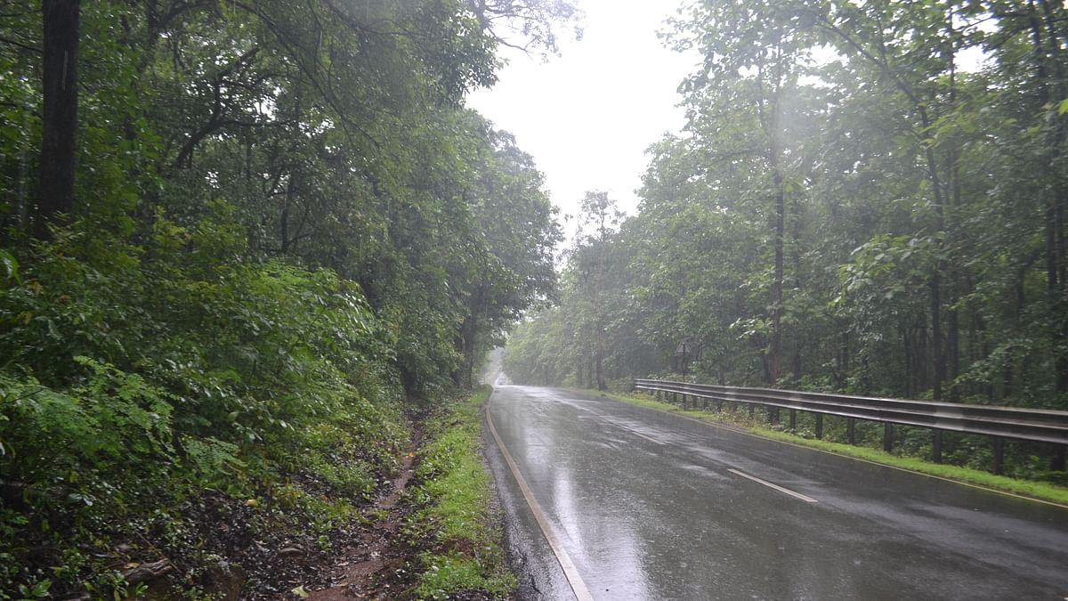Weather Forecast Updates Today : झारखंड में मेघ-गर्जन के साथ बारिश शुरू, बिहार, यूपी, बंगाल में भी बरस रहे बादल, वज्रपात की भी है चेतावनी, जानें दिल्ली समेत अन्य राज्यों का हाल