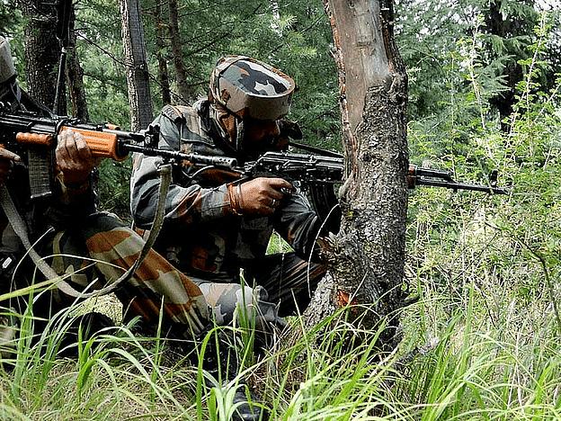 जम्मू-कश्मीर : सुरक्षा बलों के डर से शौचालय के नीचे बंकर बनाकर छिप रहे आतंकवादी