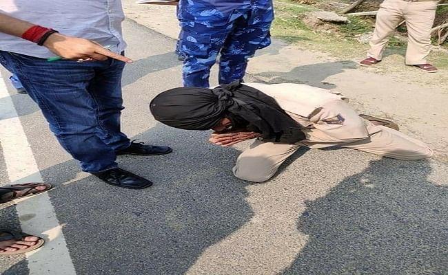 वायरल वीडियो : अधिकारी की गाड़ी रोकने पर बुजुर्ग होमगार्ड को मिली सजा, कान पकड़कर करायी उठक बैठक, डीजीपी ने बताया शर्मनाक
