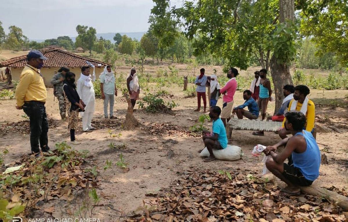 प्रवासी मजदूरों के जंगल में रहने के फरमान के बाद गांव में विवाद, बनी सहमति, घर में रहेंगे मजदूर
