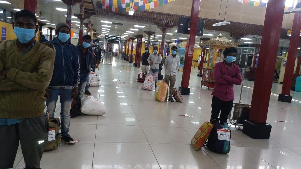 Coronavirus Lockdown Jharkhand LIVE Updates: दुमका के श्रमिक लेह एयरपोर्ट पहुंचे, रांची में कोरोना के संक्रमण की रफ्तार बढ़ी, अब नये इलाके में मिल रहे मरीज