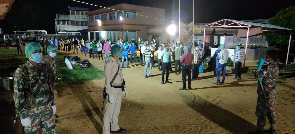 स्पेशल ट्रेन से तेलंगाना से बोकारो पहुंचे 101 मजदूरों का प्रशासन ने ऐसे किया स्वागत