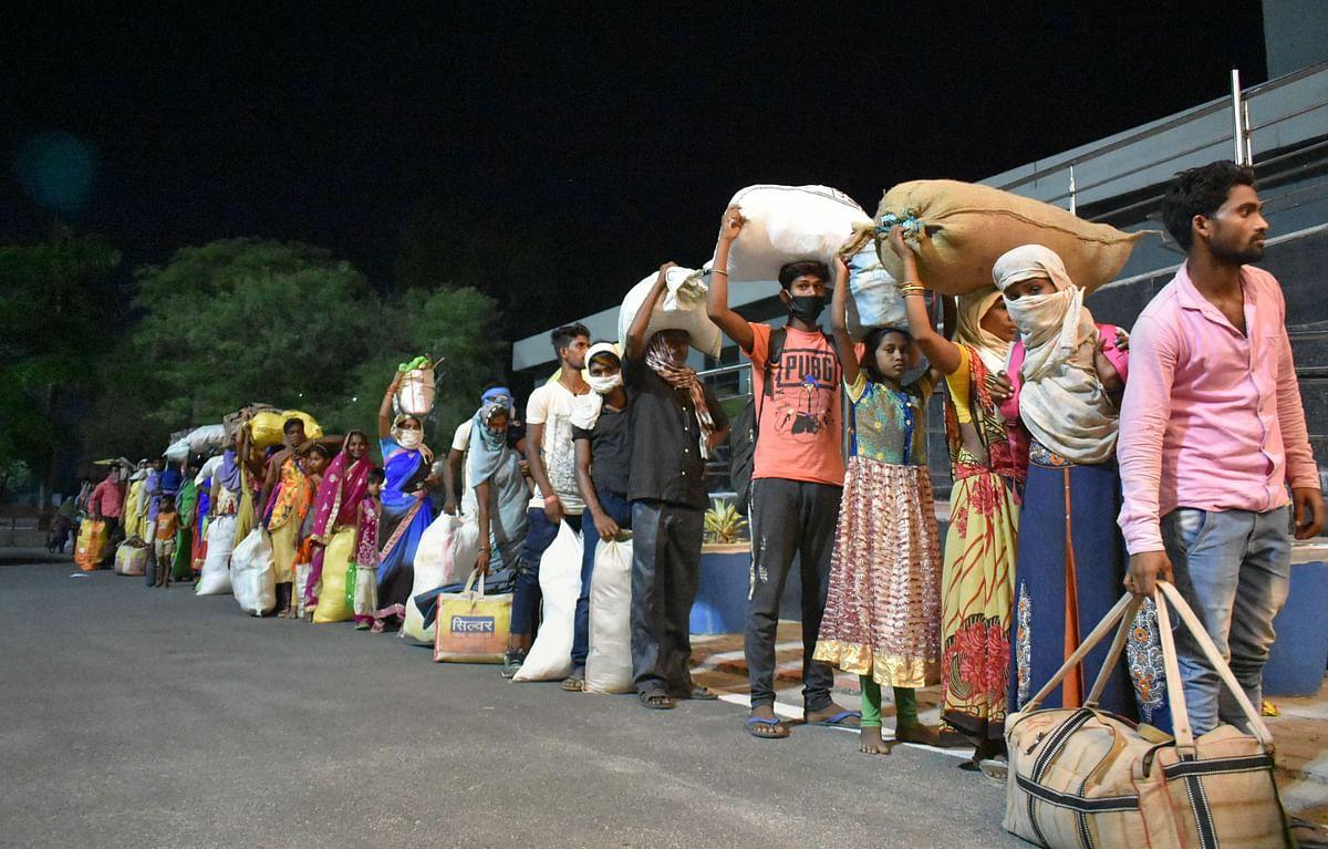 Gumla News : लॉकडाउन में गांव-घर लौटे कई मजदूरों को नहीं मिल रहा काम, परिजन भी हैं चिंतित, अब पुन: कर रहे पलायन