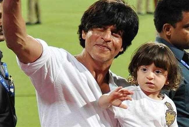अबराम अपने पिता शाहरुख खान के बहुत करीब है. शाहरुख और अबराम के बीच जबरदस्त बॉन्डिंग दिखती है.