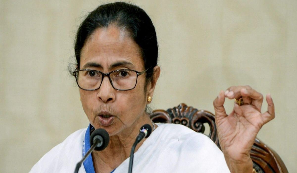 राज्य की अनुमति के बगैर ट्रेनों को भेजने पर ममता बनर्जी ने जतायी नाराजगी, प्रधानमंत्री से हस्तक्षेप की मांग की