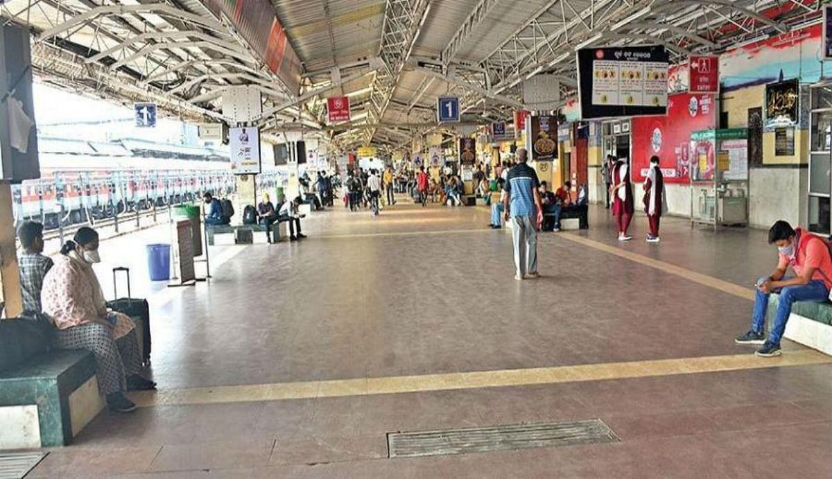 IRCTC : रेलवे प्लेटफॉर्म्स पर दुकानें खोलने को राजी नहीं कोई वेंडर, जानिए क्या है वजह...