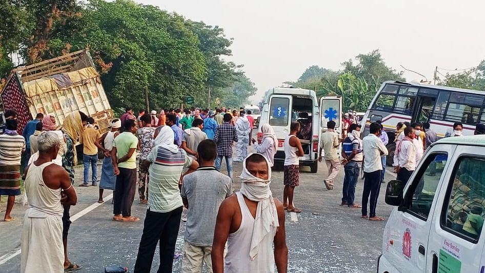 समस्तीपुर के उजियारपुर में बस-ट्रक में भीषण टक्कर, दो लोगों की मौत, दो दर्जन जख्मी