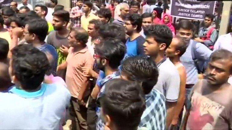 राशन कार्ड से वंचित ग्रामीणों ने डीलर की दुकान का घेराव कर किया हंगामा, राशन मुहैया कराने की मांग