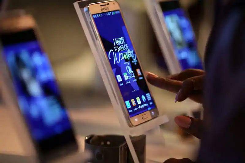 भारत-चीन तनाव के बीच गोपालगंज में इंडियन मोबाइल की बढ़ी डिमांड