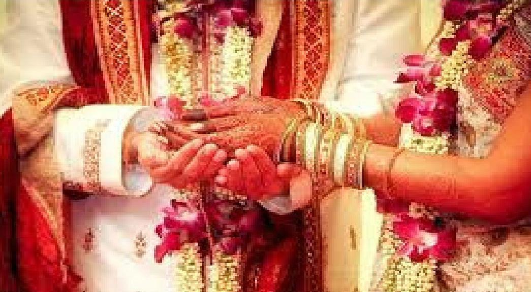 Lockdown Effect : शादियों में बैंड, बाजा, बारात की जगह मास्क, सेनिटाइजर्स और सादगी