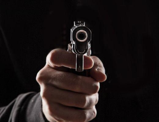 पबजी खेलने के दौरान हुआ विवाद, गोली व बम से हमला
