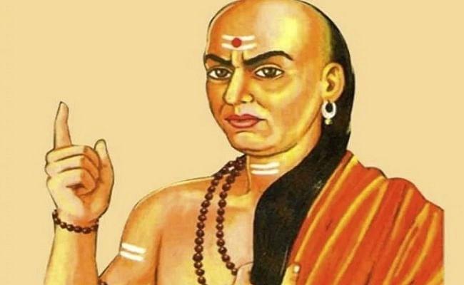 Chanakya Niti: चाणक्य नीति को अपनाकर आप भी बन सकते हैं धनवान, जानिए कैसे होगी मां लक्ष्मी आप पर मेहरबान