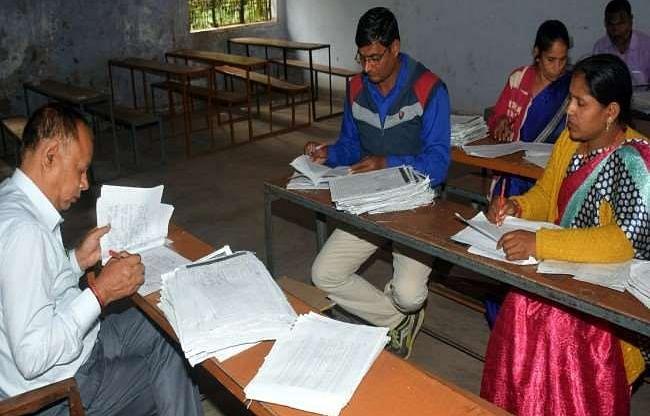 UP Board की परीक्षाओं की उत्तर पुस्तिकाओं का मूल्यांकन पांच मई से