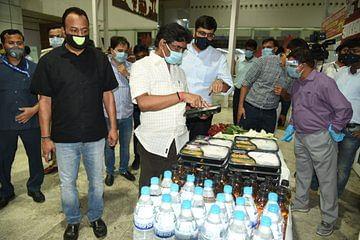 Coronavirus Lockdown Jharkhand: लेह से विमान से लौटे झारखंड के 60 श्रमिक, CM हेमंत ने एयरपोर्ट पर किया स्वागत
