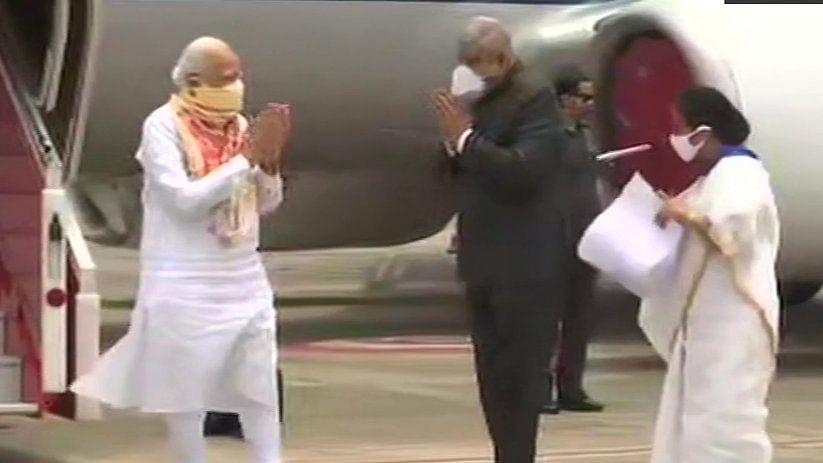 प्रधानमंत्री ने पश्चिम बंगाल के राज्यपाल व सीएम के साथ अम्फान प्रभावित इलाकों का किया हवाई सर्वेक्षण, नुकसान का लिया जायजा