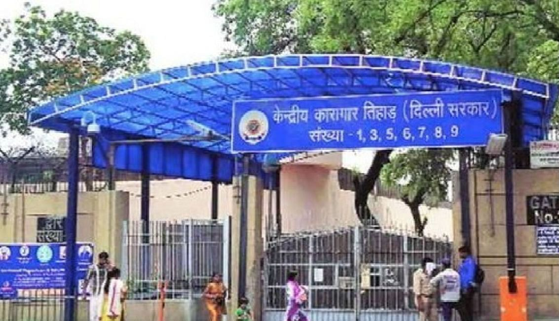 दिल्ली में कोरोना का खतरा : तिहाड़ से 1100 कैदी इमरजेंसी परोल पर रिहा
