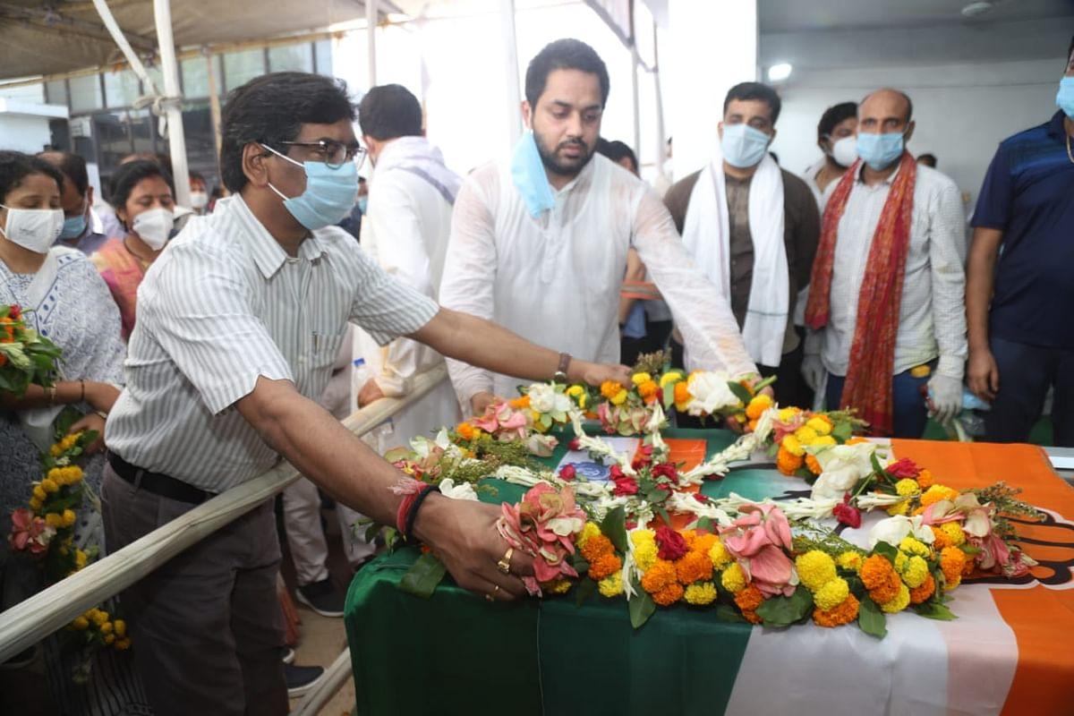 राजेंद्र सिंह के अंतिम दर्शन के लिए उमड़ी भीड़, मुख्यमंत्री हेमंत सोरेन के साथ शिबू सोरेन भी पहुंचे