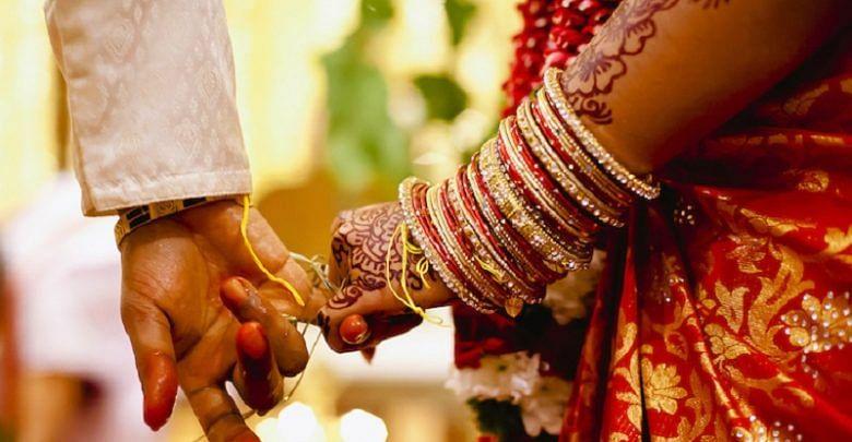 पंडित के शुभ मुर्हूत पर भारी पड़ रहे कर्फ्यू के नियम, जानिये कितने बजे तक हर हाल में लेने होंगे शादी के फेरे