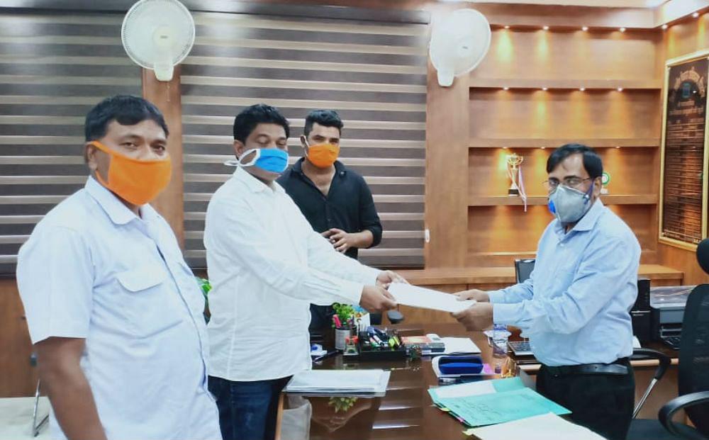 विधायक भूषण बाड़ा ने 200 प्रवासी मजदूरों की सूची डीडीसी को सौंपी, खाते में भेजे जायेंगे 2000 रुपये