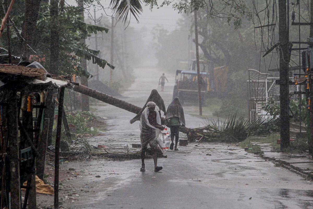 Cyclone Amphan Tracking : बंगाल में 72 लोगों की मौत, मुख्यमंत्री ममता ने मृतकों के परिजनों को 2.5 लाख मुआवजे की घोषणा की