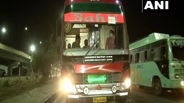 दिल्ली-गाजीपुर बॉर्डर से कई राज्यों के लिए खुलीं बसें, झारखंड जाने के 4000 रुपये वसूले