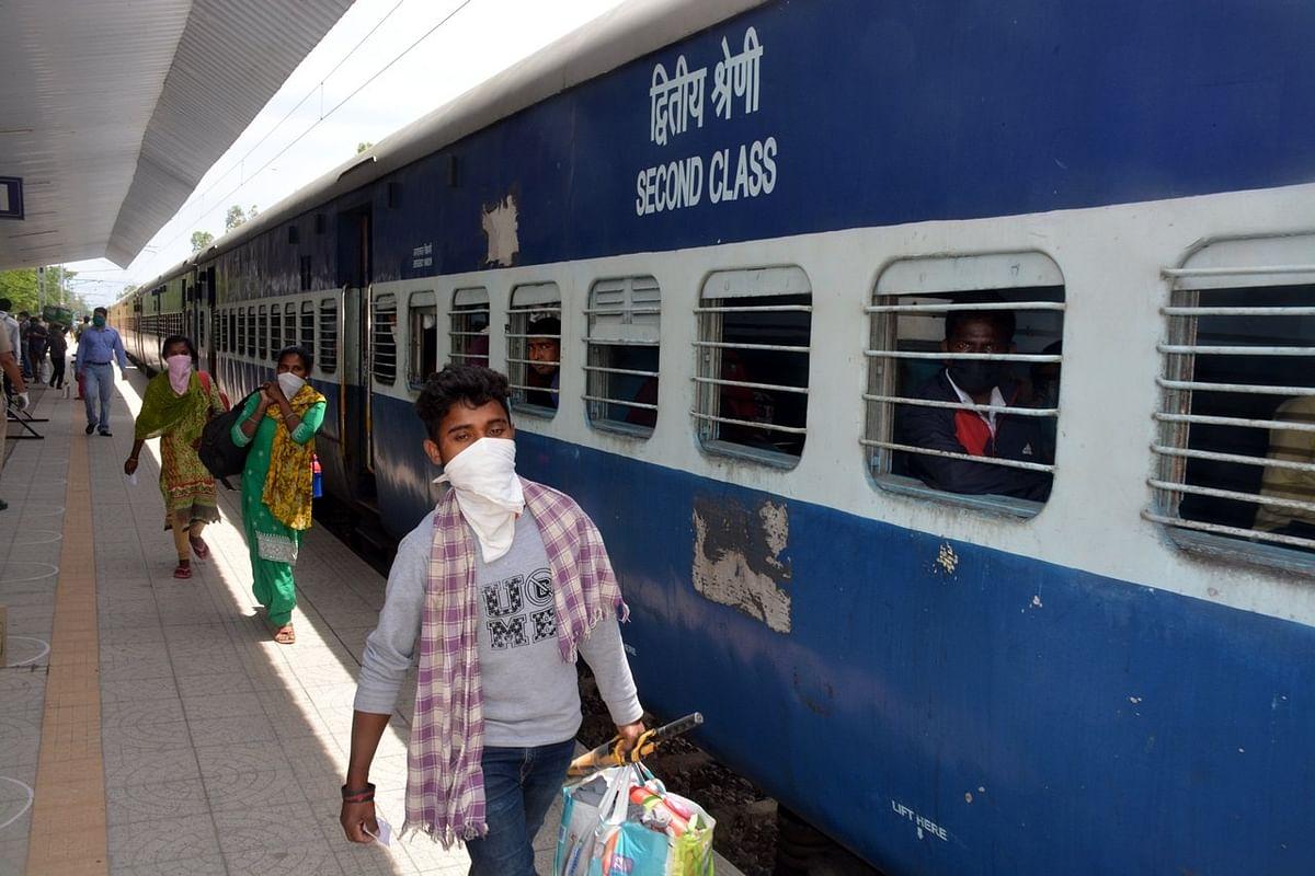 डेढ़ महीने बाद रेलवे ने फिर भरी सांस, जानें कैसा रहा है सफर