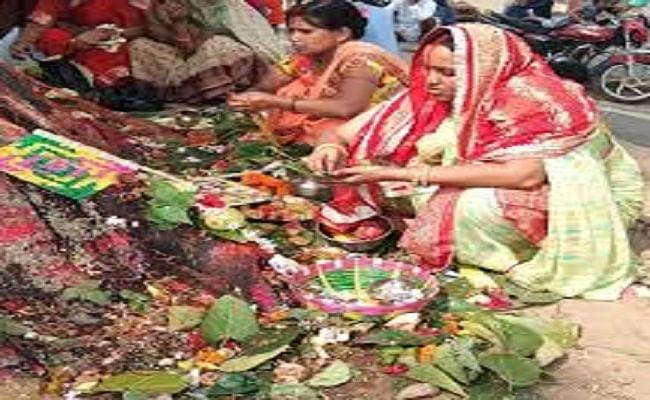 Jivitputrika Vrat: आज माताएं निर्जला व्रत रख करेंगी पुत्र की लंबी आयु की कामना, जानें पूजा विधि और पारण का समय