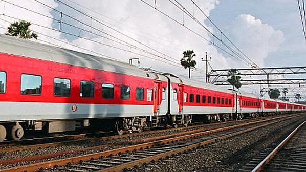 IRCTC Train Ticket Booking: रिजर्वेशन का पुराना नियम शुरू, तत्काल और वेटिंग लिस्ट के नियम पर जानिए लेटेस्ट अपडेट