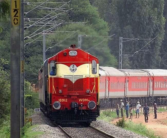 IRCTC, Indian Railway News : अब भागलपुर होकर भी चल सकेगी राजधानी एक्सप्रेस सहित ये ट्रेनें, इलेक्ट्रिक लाइन का काम हुआ पूरा, जल्द मिलेगी हरी झंडी...