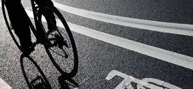 एक हाथ से 1350 किमी साइकिल चला कर पहुंचा घर