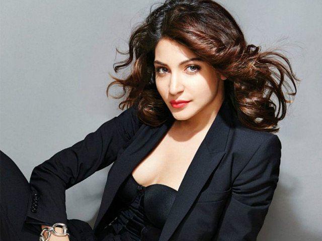 बॉलीवुड एक्ट्रेस अनुष्का शर्मा इन दिनों सोशल मीडिया पर खूब एक्टिव हैं. अनुष्का अक्सर नए-नए वीडियो और तस्वीरें अपने फैंस के साथ शेयर करती रहती हैं.
