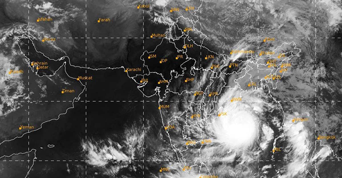 Cyclone Amphan, Weather Updates 20 मई 2020 : महाचक्रवात 'अम्फान' ने ली 5 की जान, तेज हवाओं के साथ हो रही भारी बारिश
