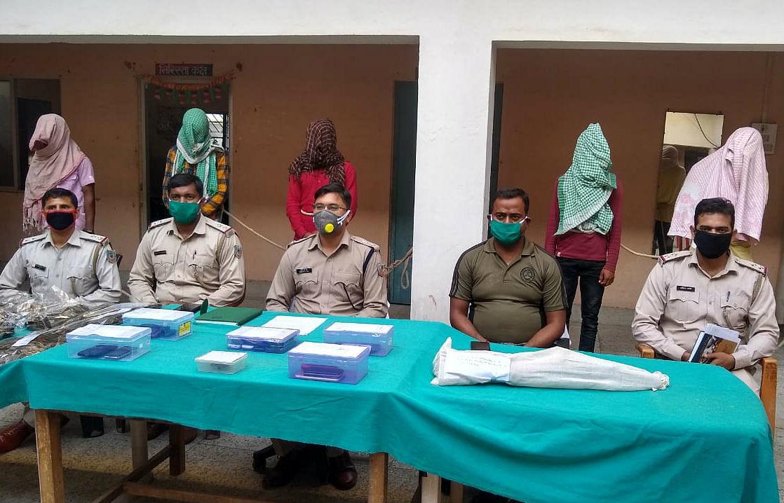 चतरा में हथियार के साथ पांच नक्सली गिरफ्तार, कई जिलों की पुलिस को थी इनकी तलाश