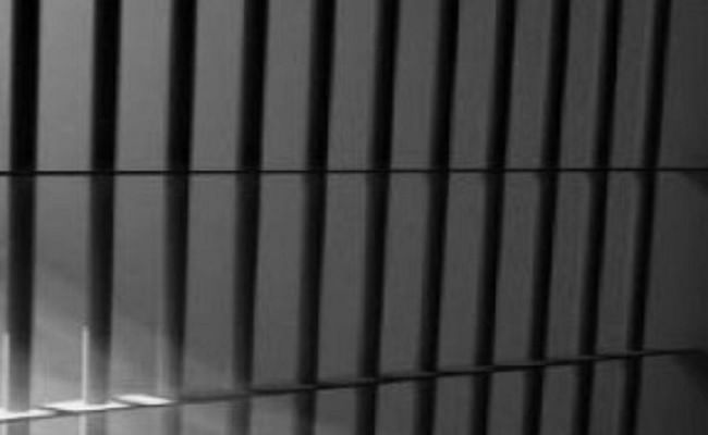 ग्रेटर नोएडा की जेल में बंद कैदी की मौत, झगड़े के दौरान नाली में गिर गया था आरिफ