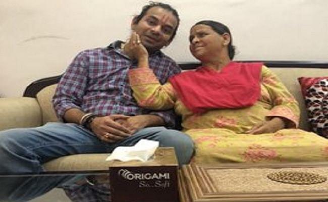 Mother's Day 2020 : राबड़ी देवी के साथ तस्वीर पोस्ट कर तेजप्रताप यादव ने कही ये भावुक बातें ...