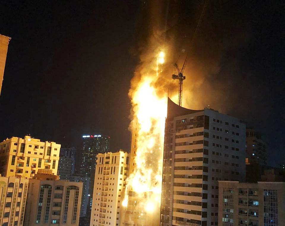 47 मंजिल बिल्डिंग में भीषण आग, हर फ्लोर जल रहा था, देखिए खौफनाक मंजर का वीडियो