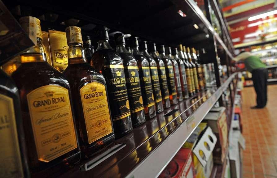 अदालत ने शराब पर स्पेशल कोरोना टैक्स वसूलने पर दिल्ली सरकार से मांगा जवाब