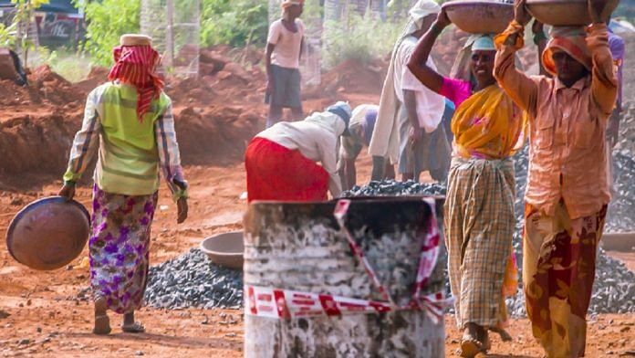मनरेगा से 31619 परिवार में 37041 मजदूर हर दिन काम कर रहे हैं, मिल रहा रोजगार, गुमला प्रशासन गांव में ही दे रहा रोजगार
